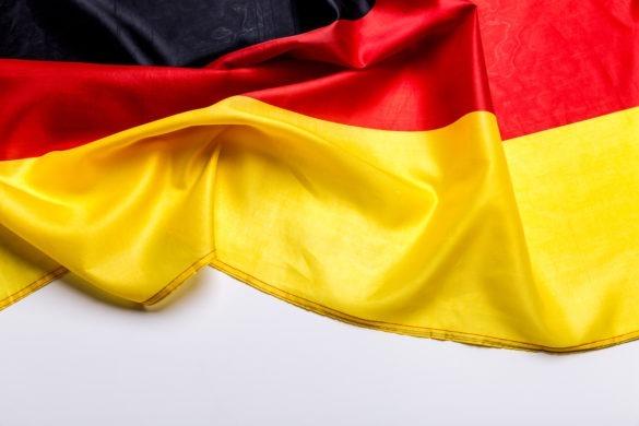 Zusammengeschobene Deutschlandfahne