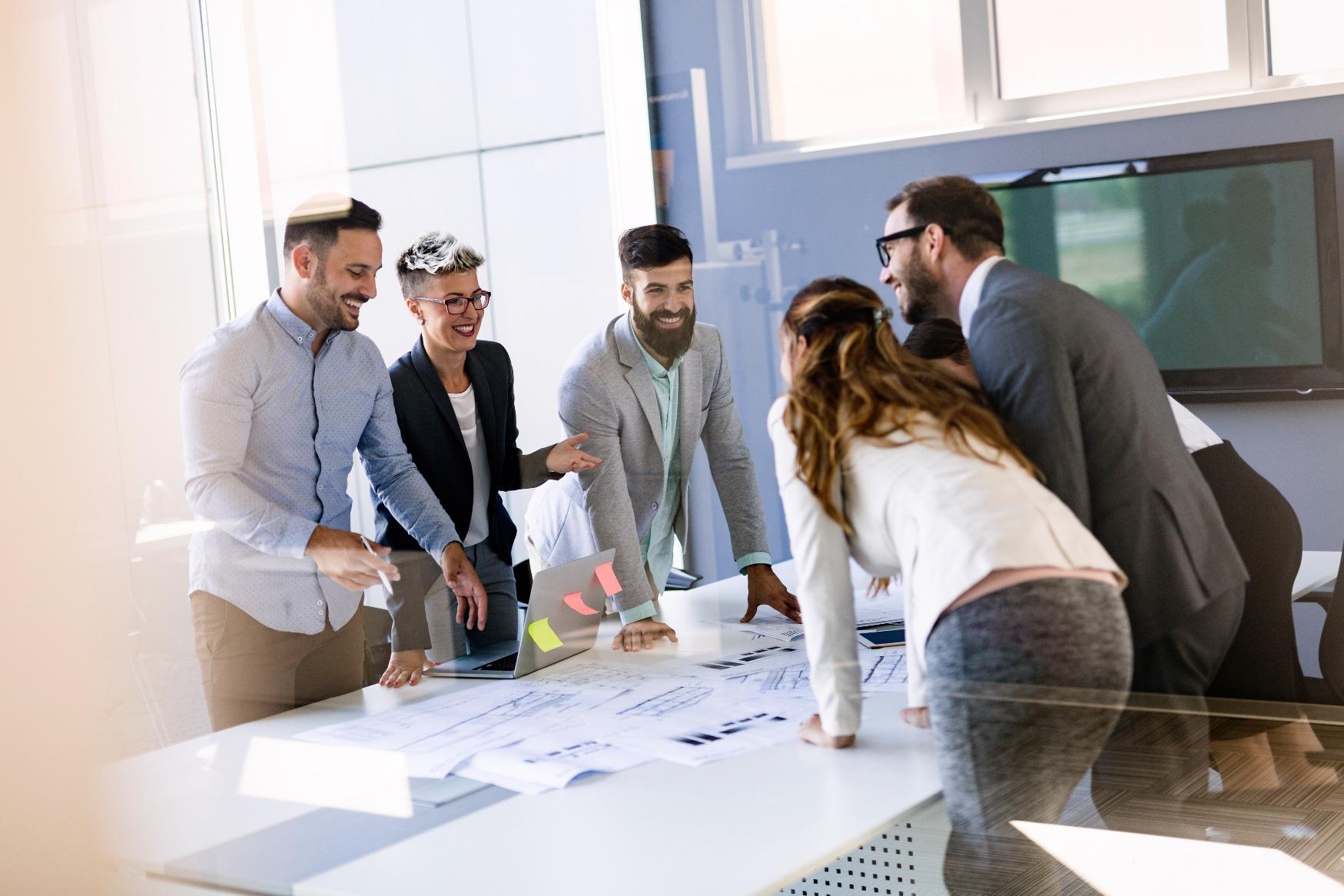 Data Science Team bei einer Besprechung