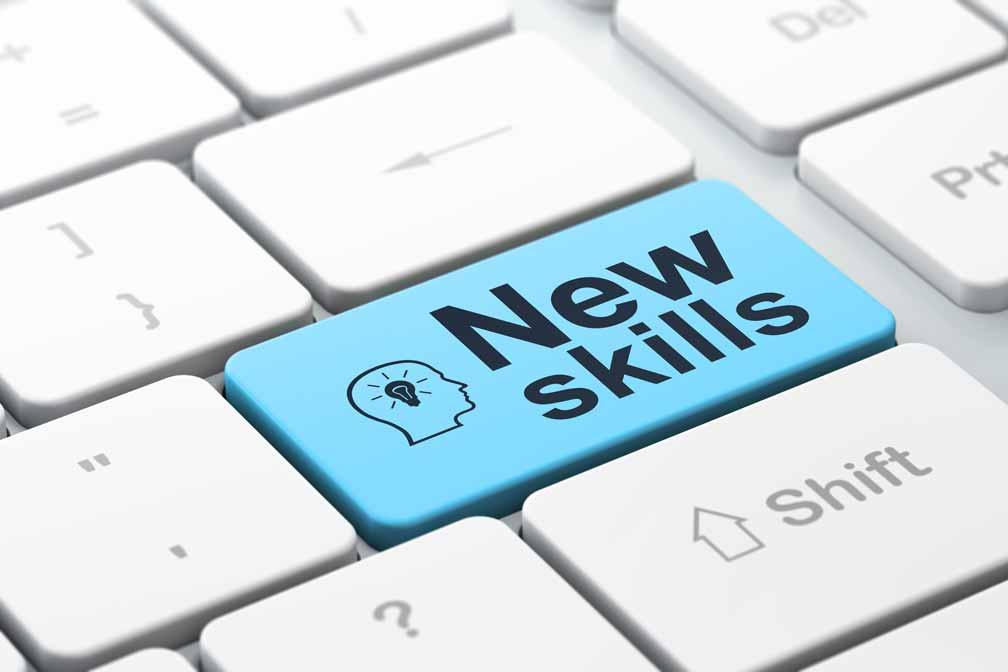 """Tastatur mit blauer Taste auf der """"New Skills""""steht."""