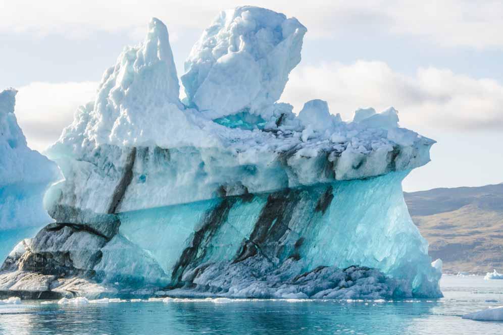 Ein gigantischer Eisberg vor der Küste Islands.