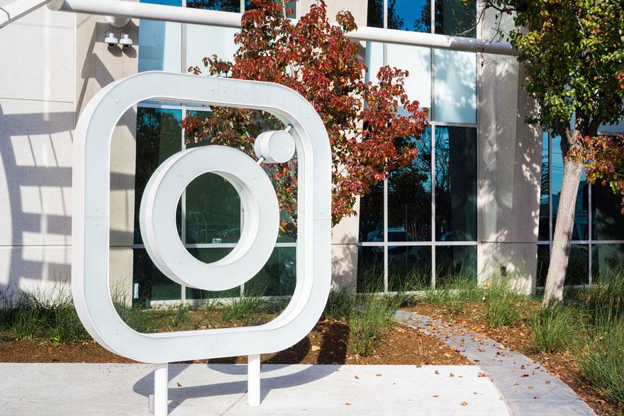 Facebooks Instagram Firmenschild vor dem eigenen Gebäude im Silicon Valley