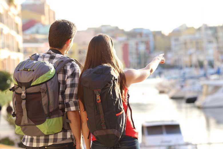 Junges Studentenpärchen im gemeinsamen Urlaub.