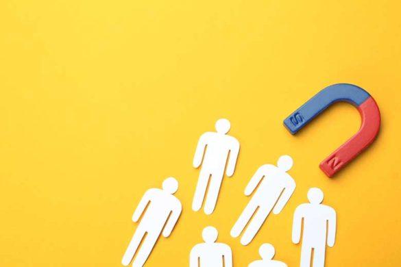 Personalmarketing 2021: Magnet zieht Menschen an