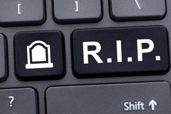 Nahaufnahme einer Tastatur mit einer R.I.P.-Taste