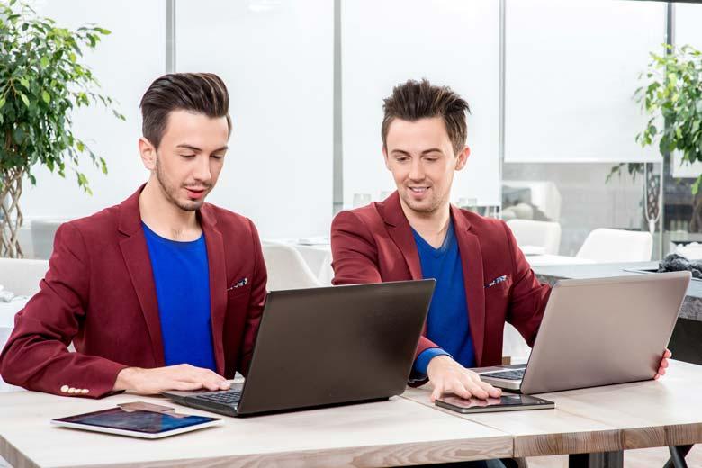 Die Zwillingsbrüder Front End und Back End machen zusammen Full Stack Entwicklung