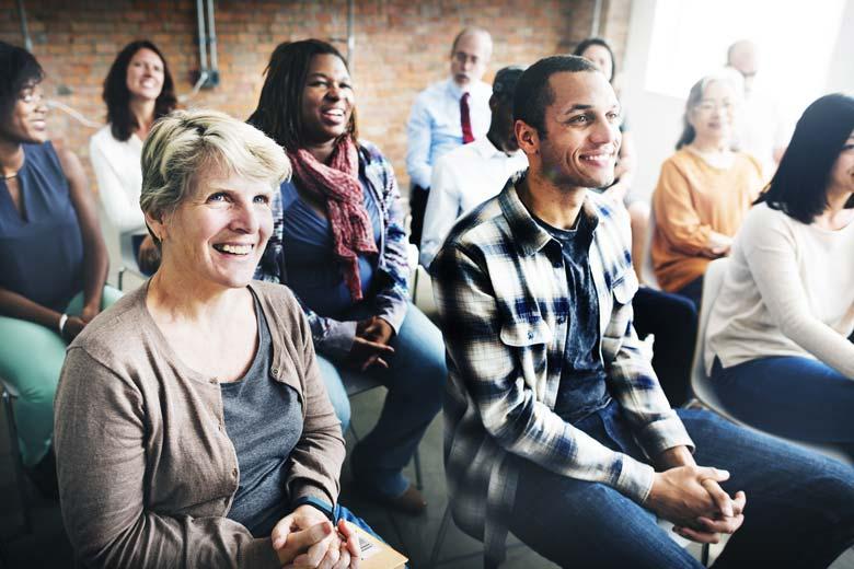 Gelebte Diversity – Verschiedene Mitarbeiter bei einer Schulung