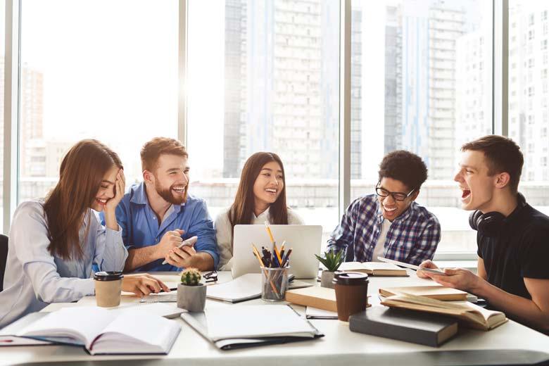 Studentische Lerngruppe beim gemeinsamen Lernen