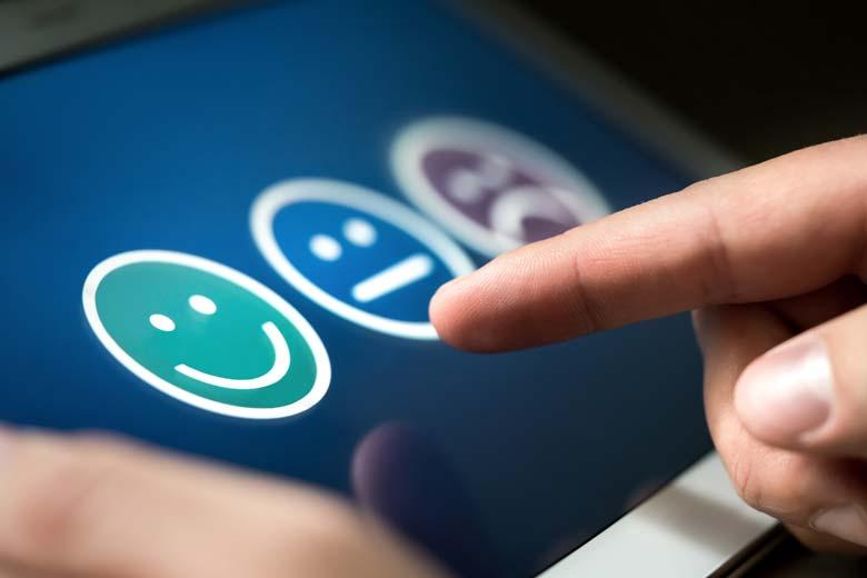 Bewertungsmöglichkeit in Form vom Emojis auf einem Touchscreen