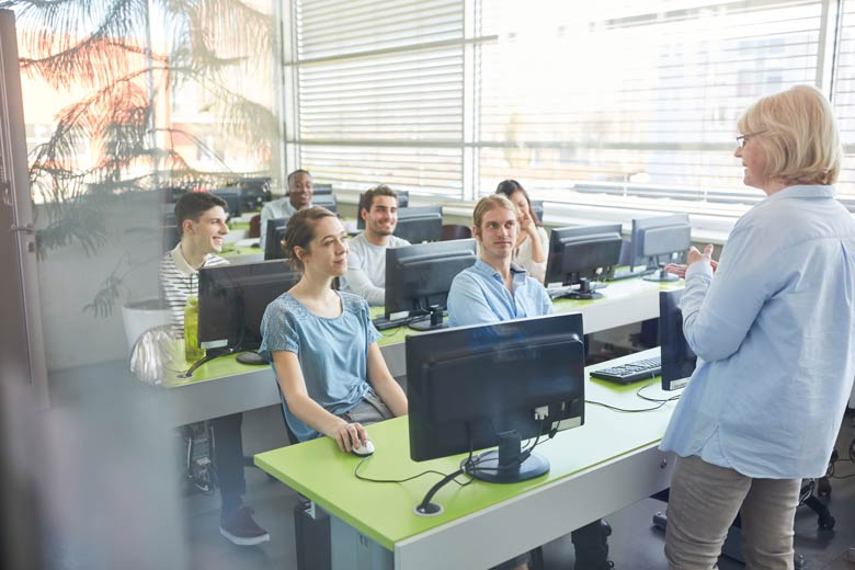 Zukünftige Cloud-Architekten bei einer Schulung.