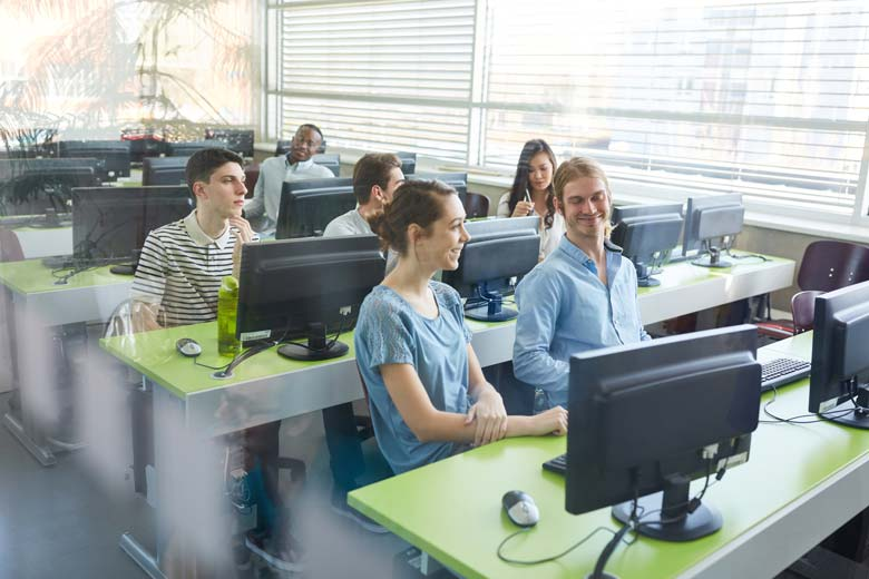 IT Fachkräftemarkt 2021 Computerkurs an der Universität