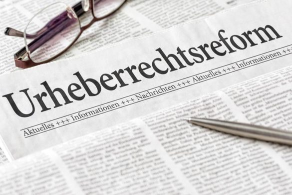 Zeitung mit der Überschrift Urheberrechtsreform