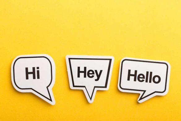 Duzen oder Siezen: Sprechblasen mit Hi, Hey und Hello