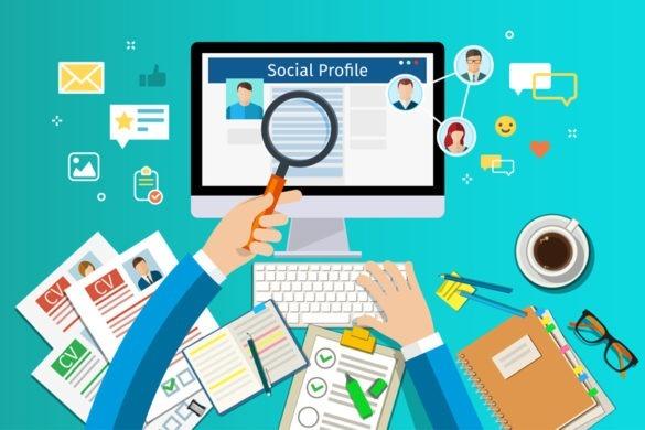 Linkedin Profil mit Lupe untersucht fuer Bewerbungphase